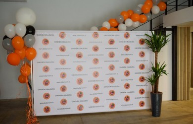 Press Wall Babyroom 3x2.4m